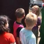 Iskolások látogatása Major Pál csorvási kertjében (6. kép)