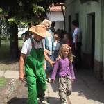 Iskolások látogatása Major Pál csorvási kertjében (28. kép)